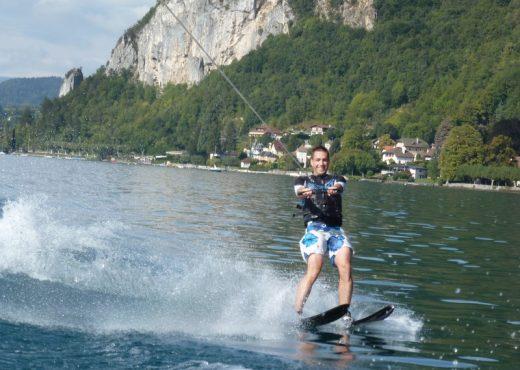 Baptême-ski-nautique-sur-le-lac-dAnnecy
