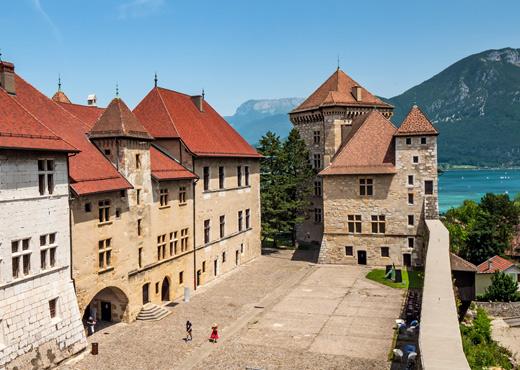 La cour de Château d'Annecy