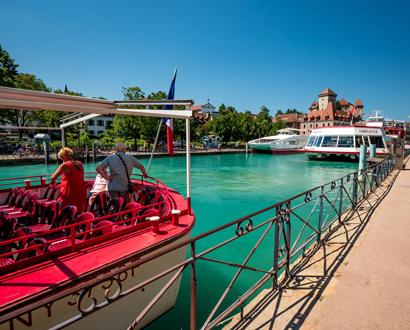 Le port d'Annecy et les bateaux de la Compagnie des Bateaux du lac d'Annecy