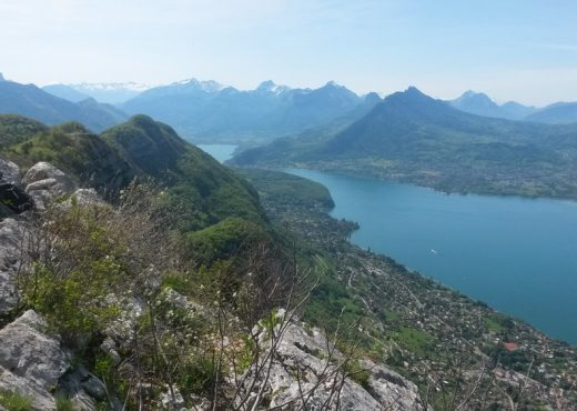 Mont-Baron-surplombant-Annecy-et-son-lac