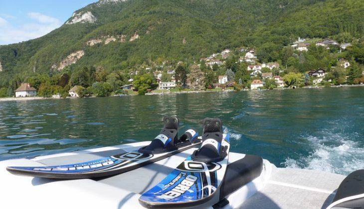 Ski-nautique-sur-lac-dAnnecy