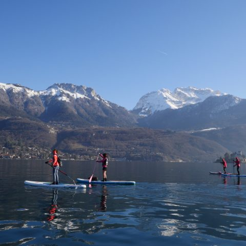 La beauté du lac en hiver pendant la Glagla Race