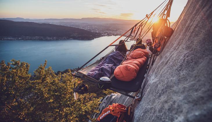 Nuit en paroi au-dessus du lac d'Annecy