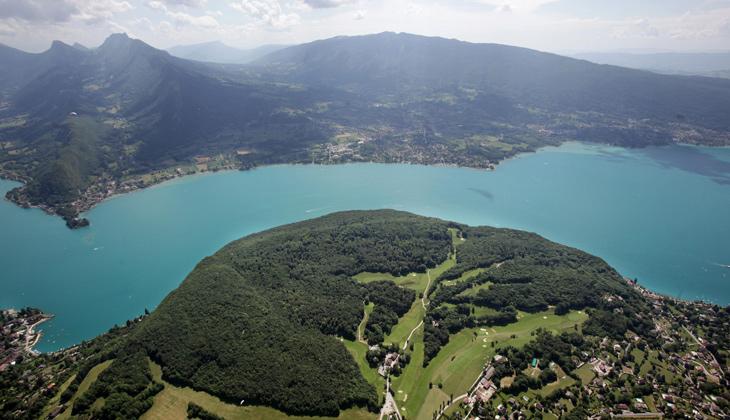 Vue aérienne de la réserve naturelle du Roc de Chère