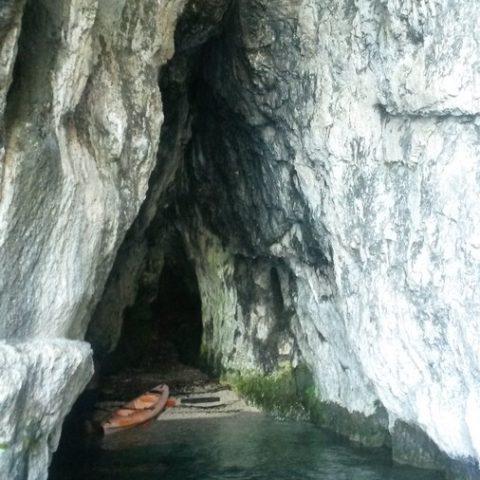 Grottes-des-contrebandiers-lac-annecy
