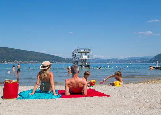 Jeux sur le sable - Plage de Saint-Jorioz