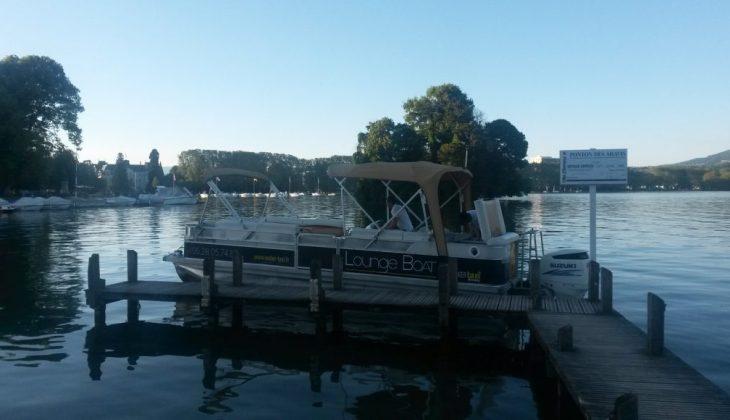 Lounge-boat-bateau-terrasse-sur-le-lac-dannecy-1030x580