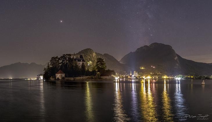 Ciel étoilé au-dessus du lac d'Annecy
