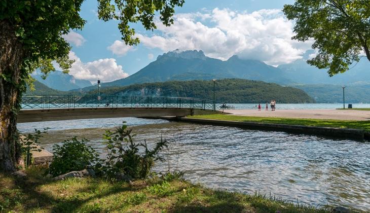 Le Laudon se jetant dans le lac d'Annecy