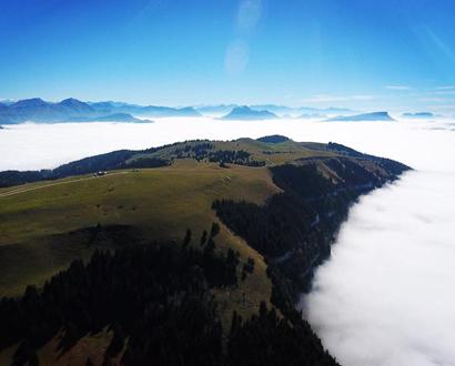 Le Semnoz dans une mer de nuages