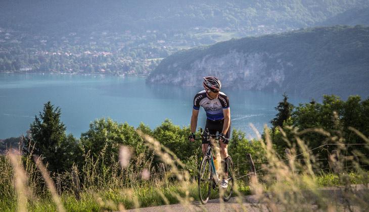Sortie cycliste au-dessus du lac d'Annecy