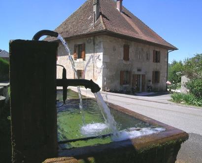 Bassin dans le village de Gruffy