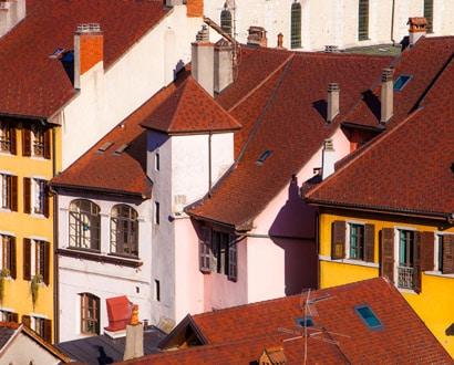 Détail de toits et façades dans la Vieille Ville