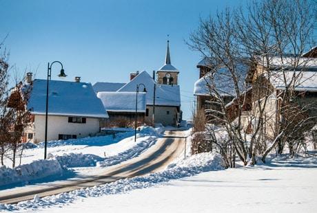 Le village de Leschaux sous la neige