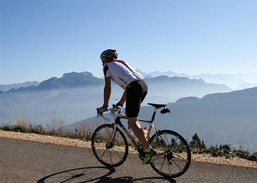 Course_cycliste_sur_les_routes_du_Semnoz-LVO___Roland_Gilhodes-520-370px