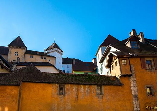 Facades_dans_la_Ville_Ville_et_Chateau_d_Annecy-Francoise_Cavazzana-520-370px
