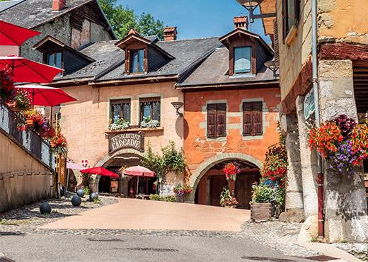 Le_vieux_bourg_d_Alby-sur-Cheran-Gilles_Piel-520-370px