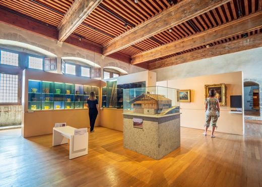 Salle d'ethnologie au Musée-Château d'Annecy