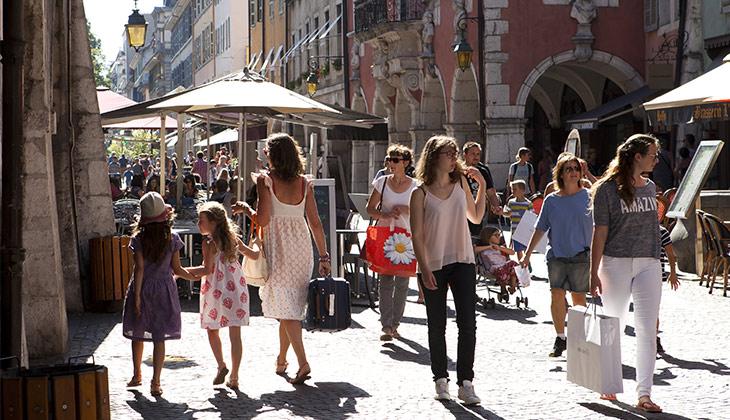 Shopping_dans_la_rue_du_Paquier-Francoise_Cavazzana-8062-730-420px