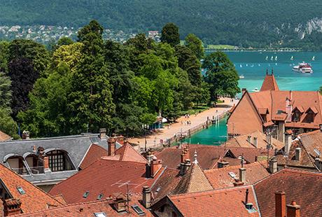 Vue_depuis_la_terrasse_du_Chateau-Gilles_Piel-460-310px