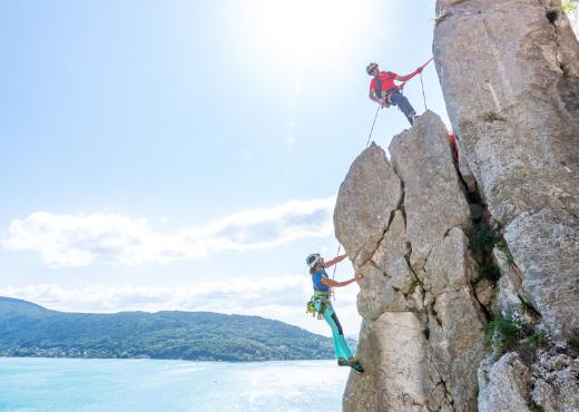 Escalade au-dessus du lac d'Annecy