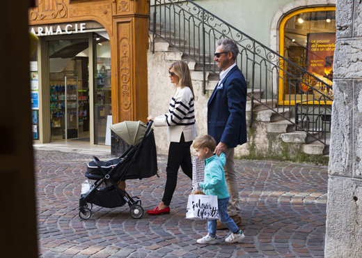 Shopping en famille à Annecy